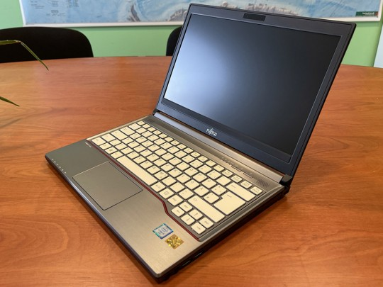 "Fujitsu LifeBook E736 repasovaný notebook, Intel Core i5-6300U, HD 520, 4GB DDR4 RAM, 500GB HDD, 13,3"" (33,8 cm), 1366 x 768 - 1525896 #1"