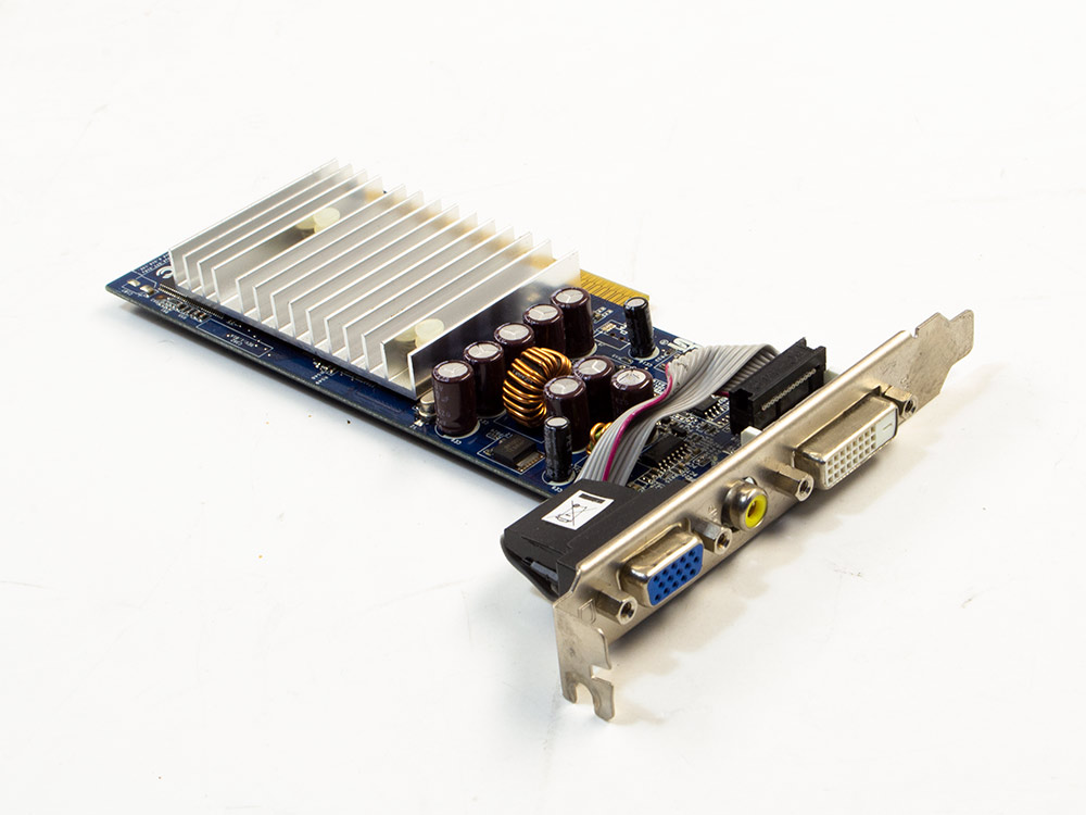 Grafická karta ASUS N6200 AGP - DVI | VGA (d-sub) | S-Video | 64-bit